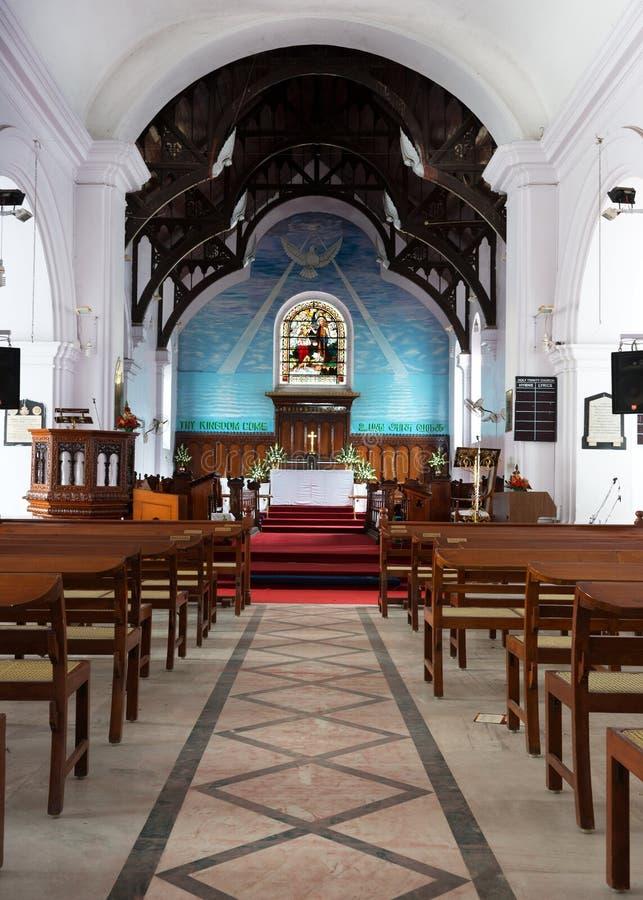 看从圣坛的教堂中殿和法坛三位一体c 免版税库存图片