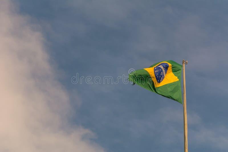真正的巴西人沙文主义情绪反对天空蔚蓝 库存图片