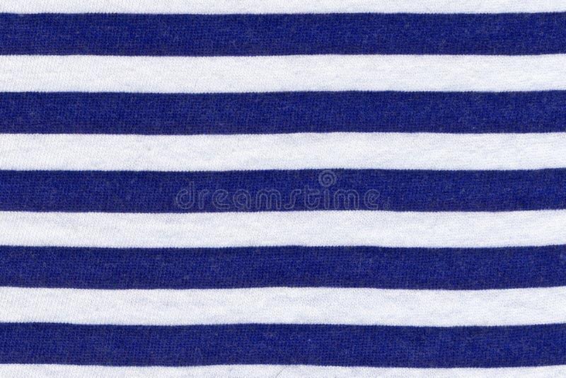 真正的针织品纹理在蓝色和白色条纹,纺织品背景的 库存照片