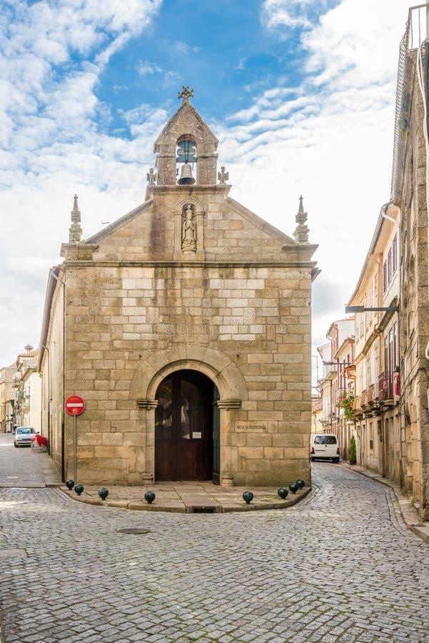 真正维拉的街道的Misericordia教会-葡萄牙 免版税图库摄影