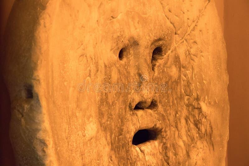 真相嘴是一个大理石面具在罗马 免版税库存照片