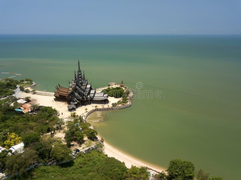真相鸟瞰图圣所是硕大木建筑在芭达亚,泰国 库存图片