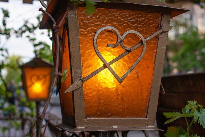 眺望台和大阳台锻铁的装饰灯笼 库存照片