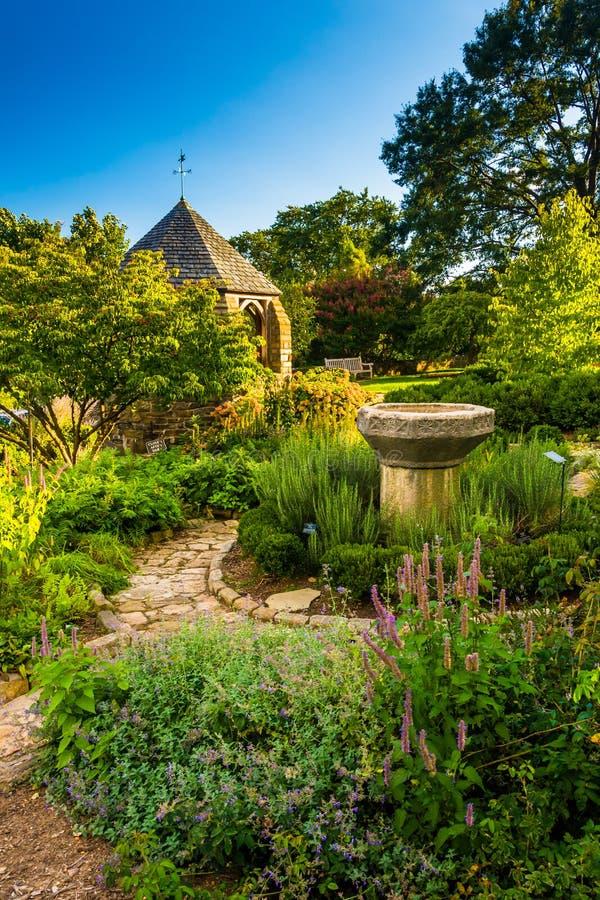 眺望台在华盛顿国民的Cathedr主教的Garden里 免版税库存图片