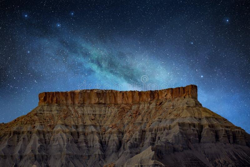 眺望在落矶山脉上在亚利桑那 免版税库存图片