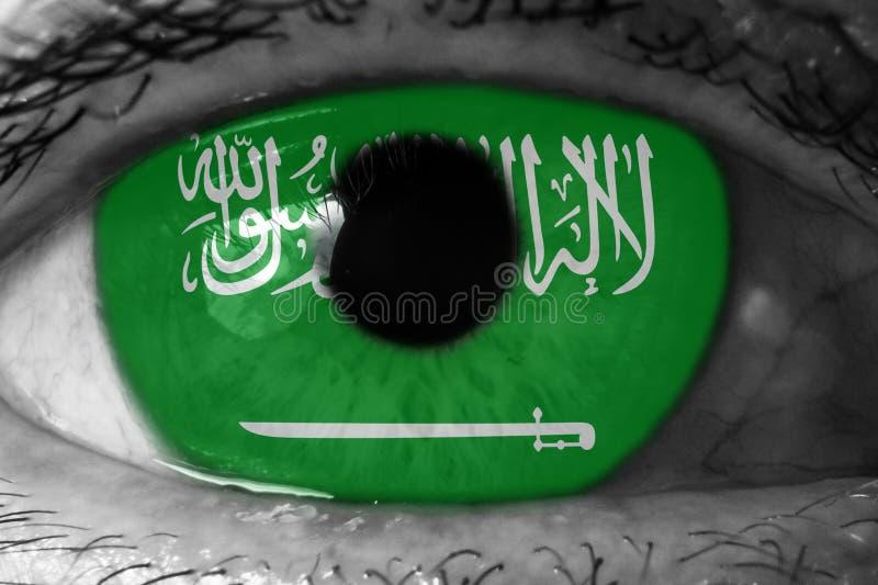 眼中的沙特阿拉伯国旗 免版税库存图片