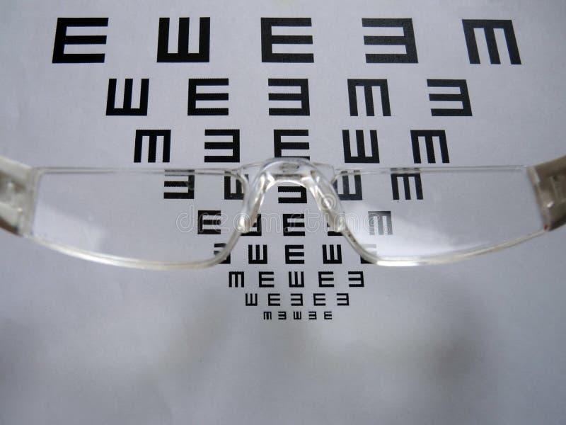 眼睛测试图和玻璃 免版税图库摄影