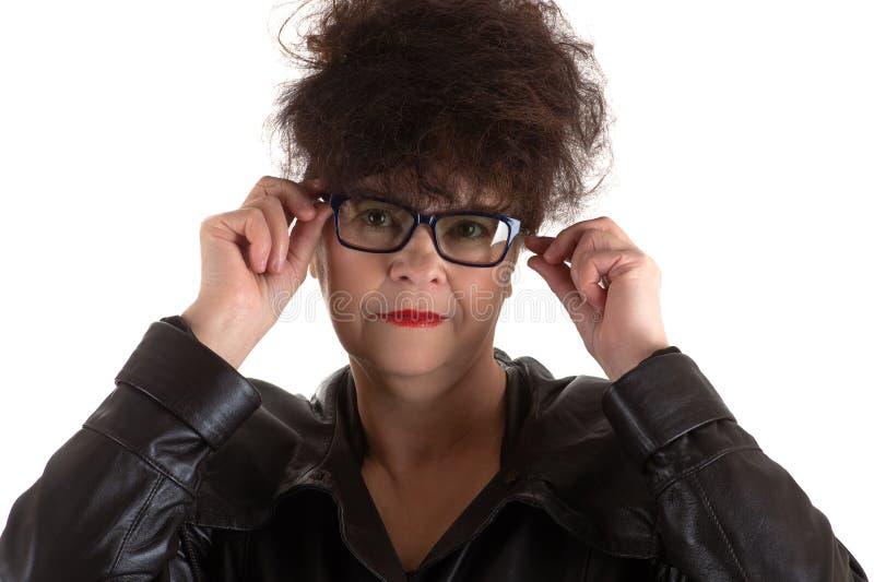 戴眼镜的成熟成人深色的妇女 图库摄影