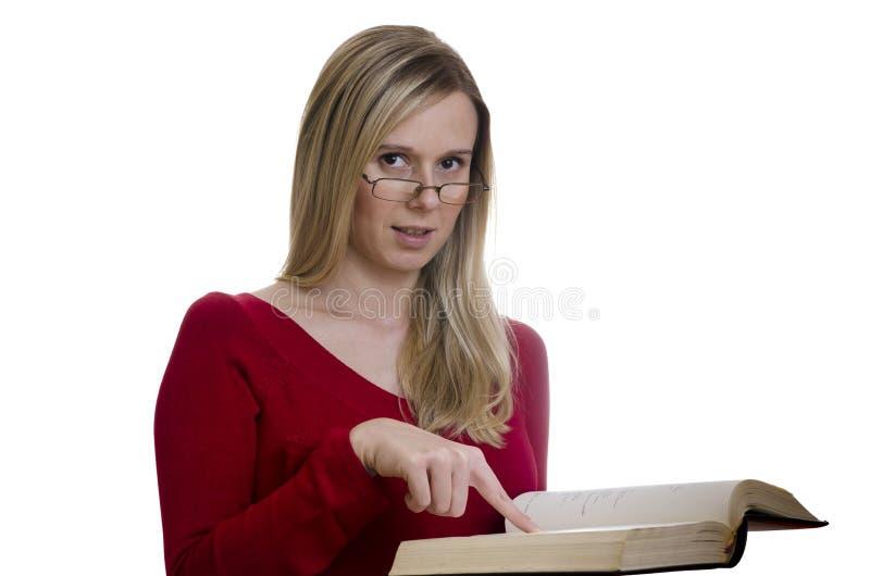 读书的妇女在白色背景 图库摄影