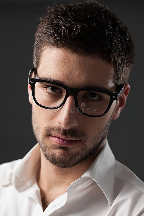 戴眼镜的年轻人 库存照片