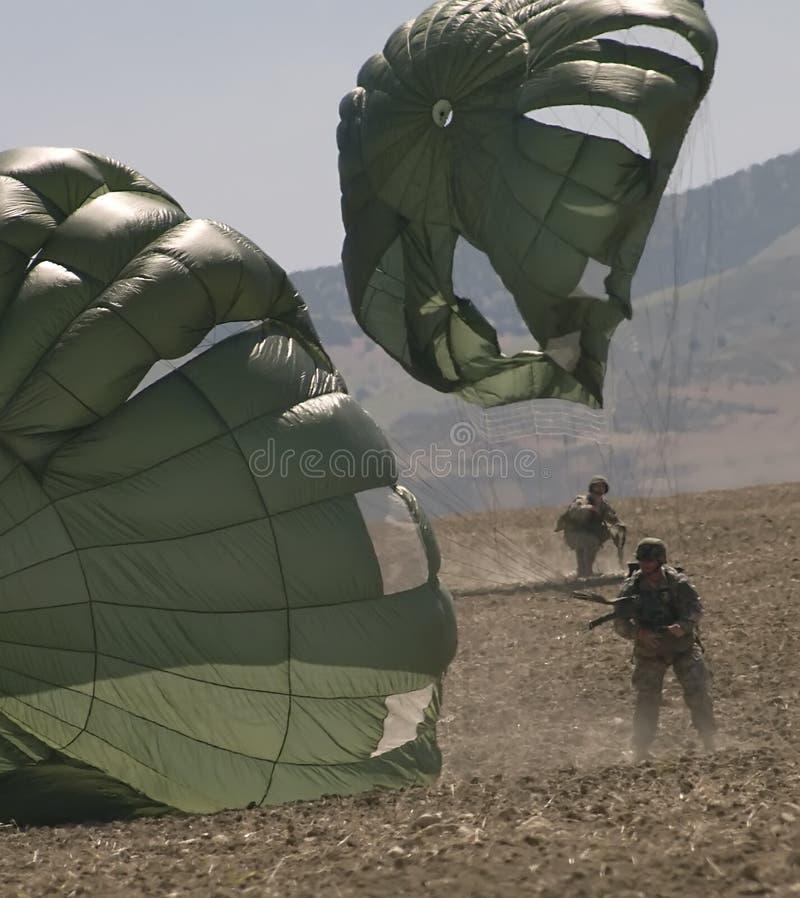 着陆降伞 免版税库存照片