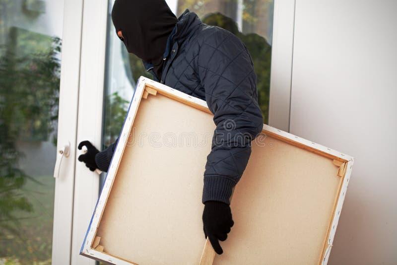 戴着面具的侵入家宅者 免版税图库摄影