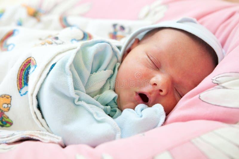 睡着的婴孩美丽的男孩老一个星期 库存图片