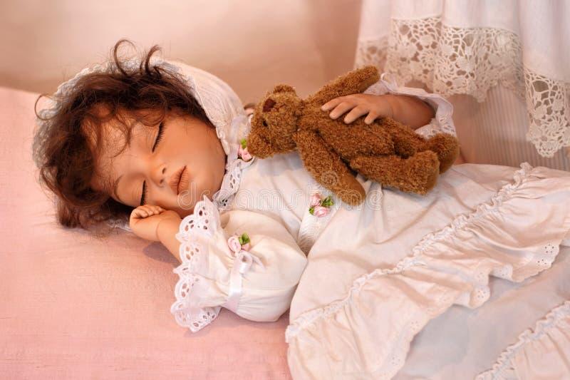 睡觉与玩具熊的玩偶 库存照片