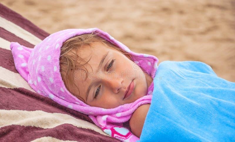 睡觉的俏丽的婴孩 免版税库存照片