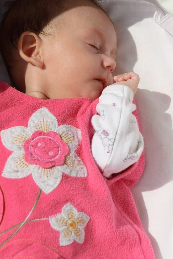 睡觉的女婴 图库摄影