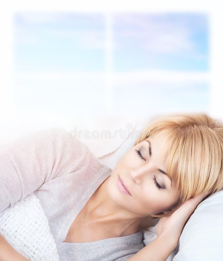 睡觉的妇女 库存照片
