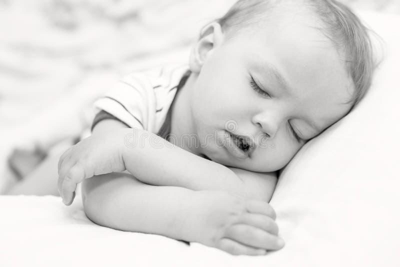 睡觉的小孩男婴 库存图片