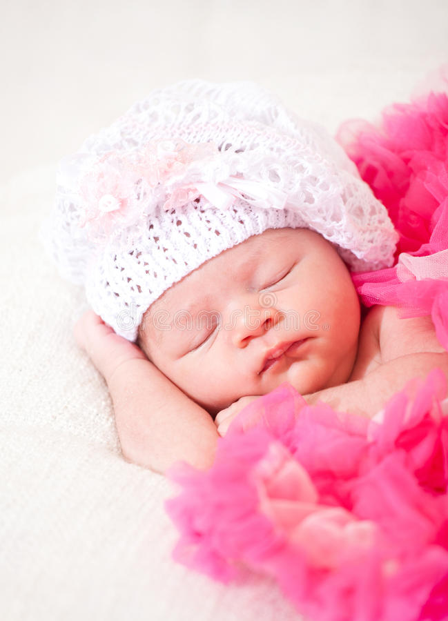 睡觉的新出生的婴孩 库存照片