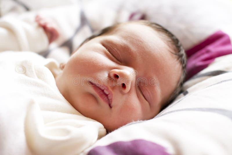 睡觉的新出生的婴孩 图库摄影