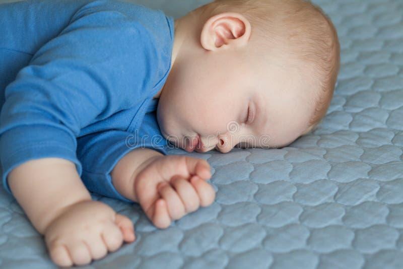 睡觉的婴孩,睡觉的婴儿 免版税图库摄影