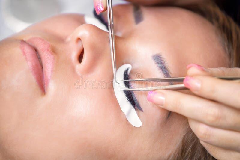 睫毛引伸做法 美好的鞭子长的妇女 免版税库存图片