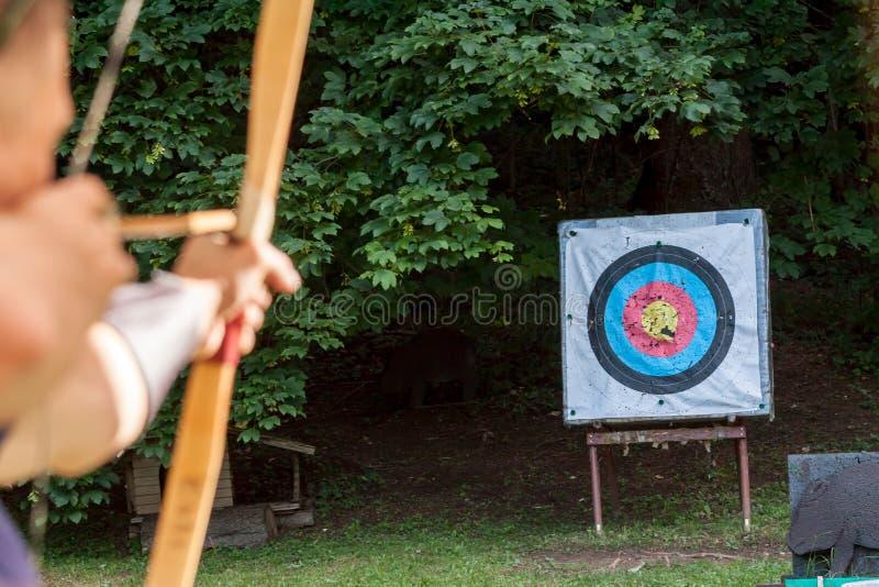 瞄准箭头的阿切尔体育目标 库存照片