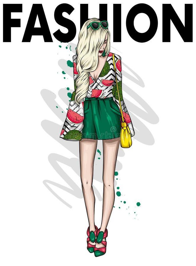 短的短裤的一个高苗条女孩和T恤杉 在时髦的衣裳的美好的模型 r 库存例证