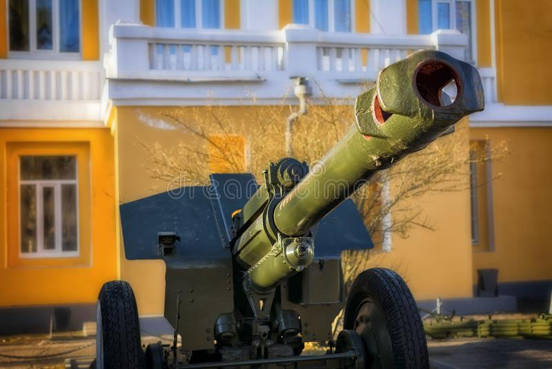 短程高射炮枪 从WWII期间的火炮枪,历史军事纪念碑 技术和军备显示  免版税库存照片