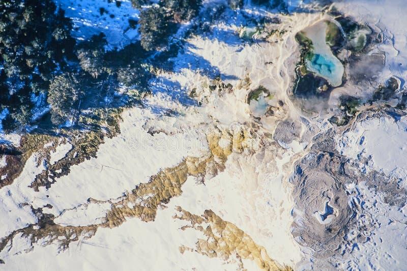 黄石公园庞然大物空中照片  免版税图库摄影