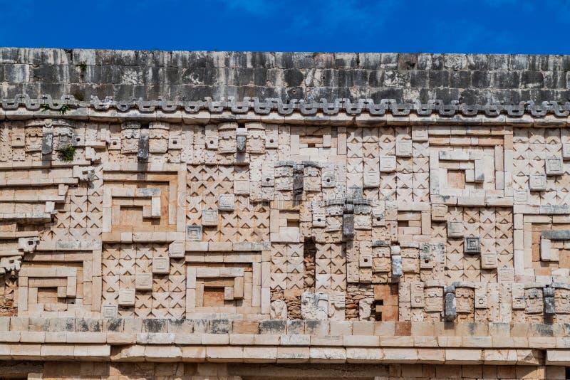 石制品的Detil在帕拉西奥del戈韦尔纳多州长的宫殿大厦的在古老玛雅城市的废墟 库存图片