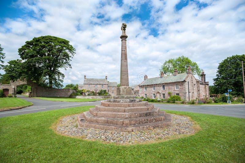 石十字架在Greystoke, Cumbria村庄  免版税图库摄影