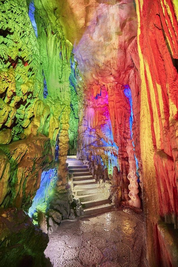 石台阶在芦笛岩在桂林,中国 库存图片