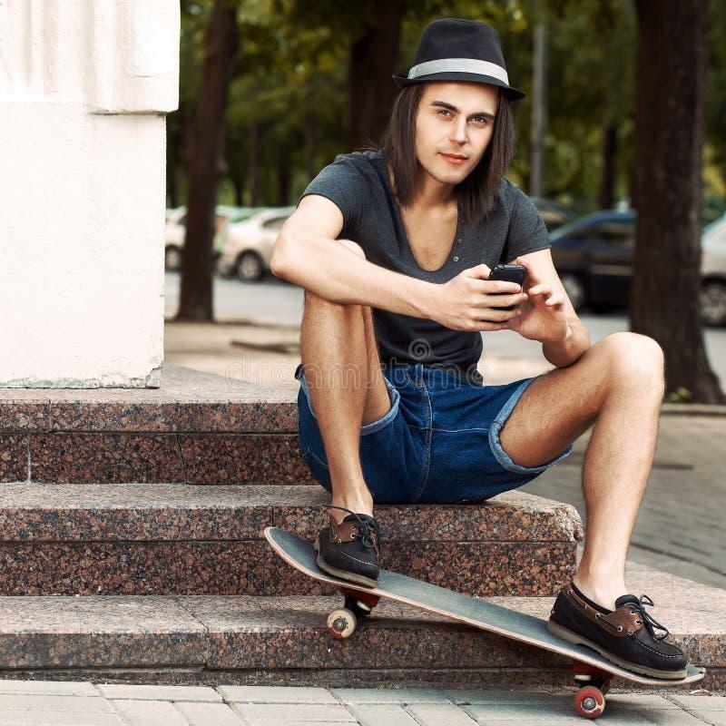 download 石台阶的美丽的青年人 库存照片.图片