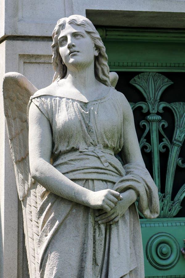 石天使监护人雕象 免版税库存照片