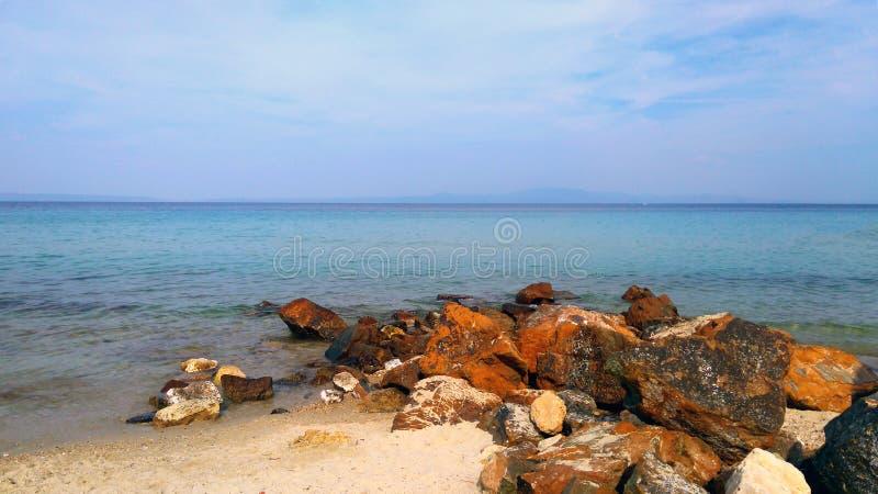 石头、沙子和海 免版税库存照片