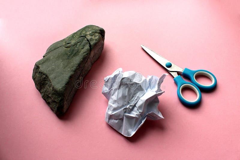 石头剪领导的纸儿童` s比赛 免版税库存图片