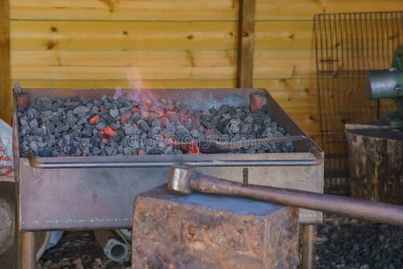 石头和火在教育Butser古老农场 免版税库存图片
