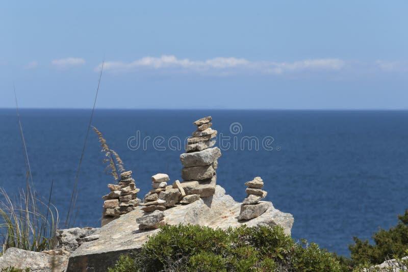 石头在majorca风景海岛的南海岸登上  免版税库存照片