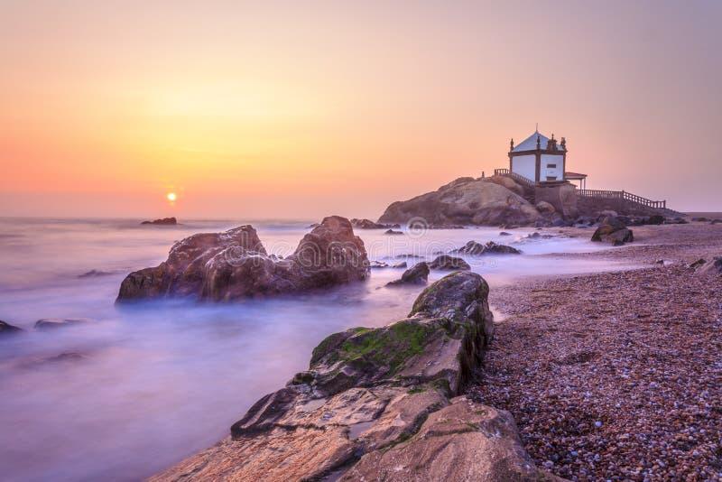 石头的教会阁下在波尔图,葡萄牙 免版税库存图片