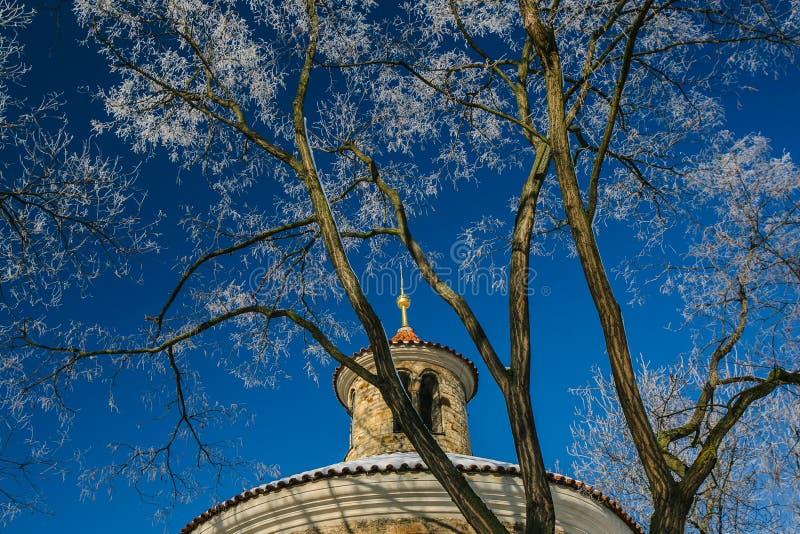 石尖顶细节中世纪圆形建筑圣马丁 库存照片