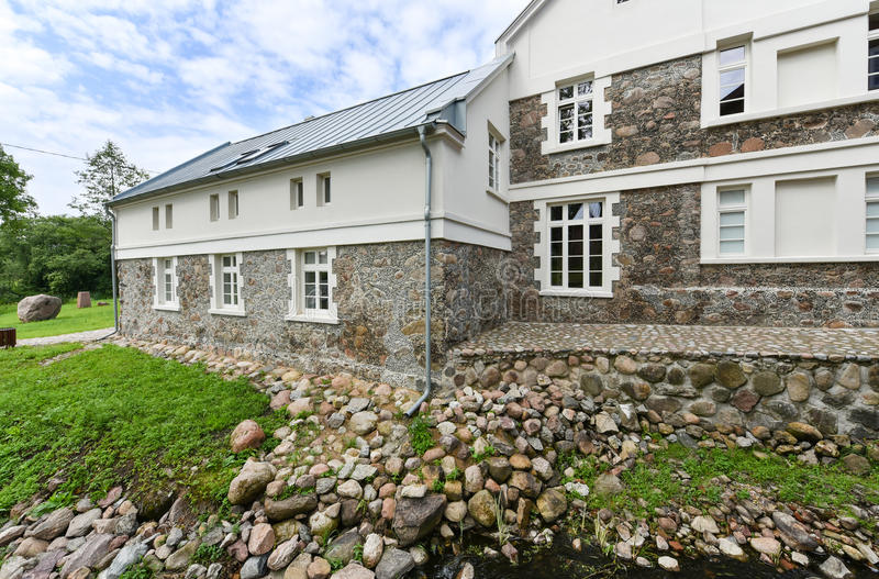 石房子,克雷廷加,立陶宛 免版税库存照片