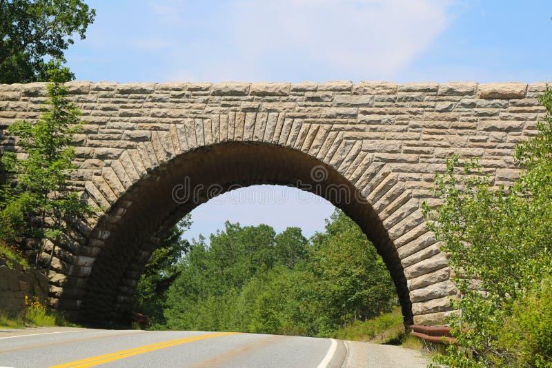 石曲拱桥梁在阿卡迪亚国家公园,缅因 免版税图库摄影