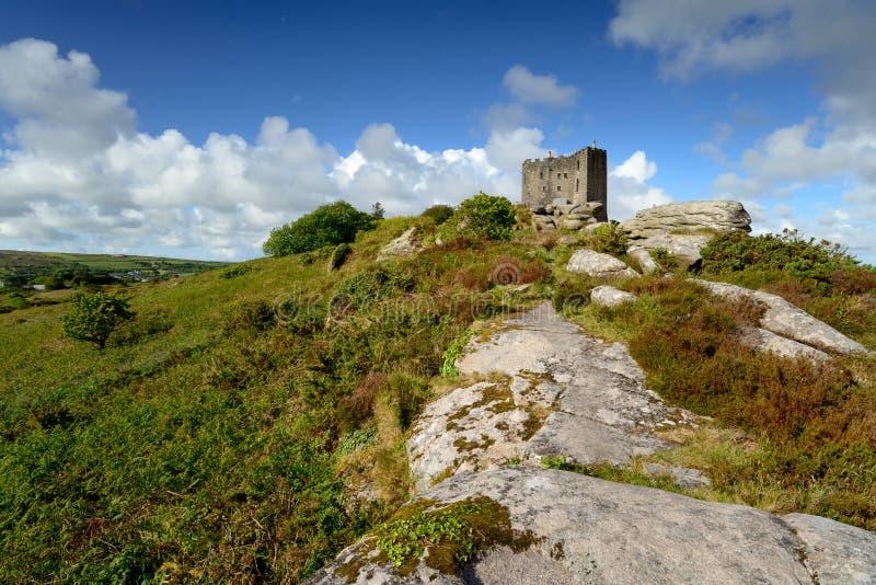 石标Brea城堡在康沃尔郡 图库摄影