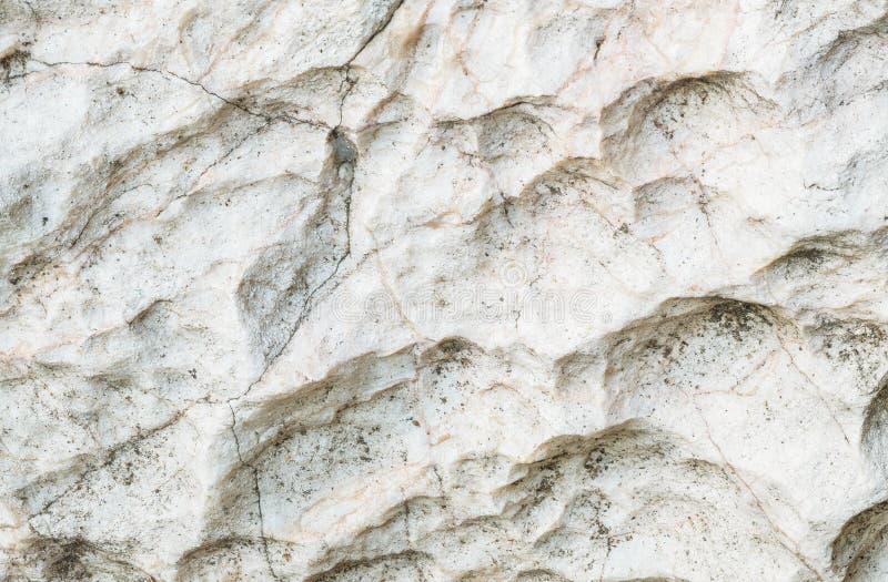 石样式特写镜头表面在大岩石的装饰的在庭院构造了背景 免版税库存图片