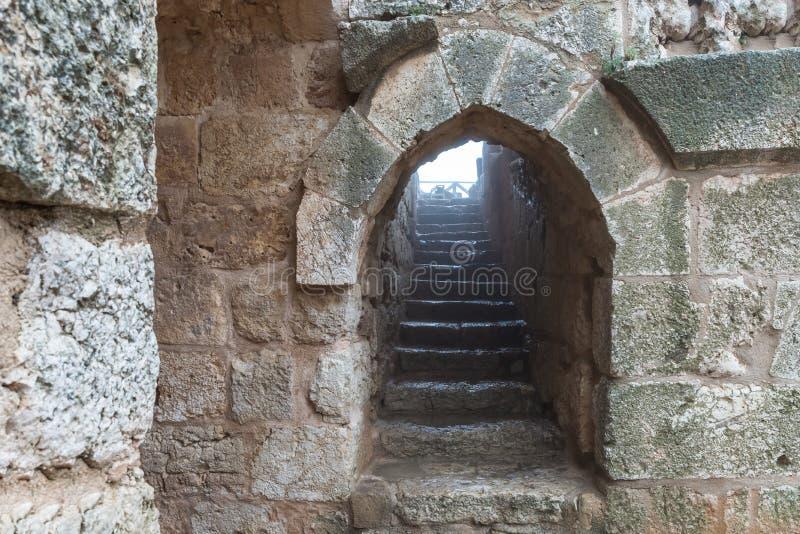 石楼梯在Ajloun城堡,亦称卡拉特ar拉瓦德,是在约旦西北部位于的12世纪回教城堡,n 库存照片