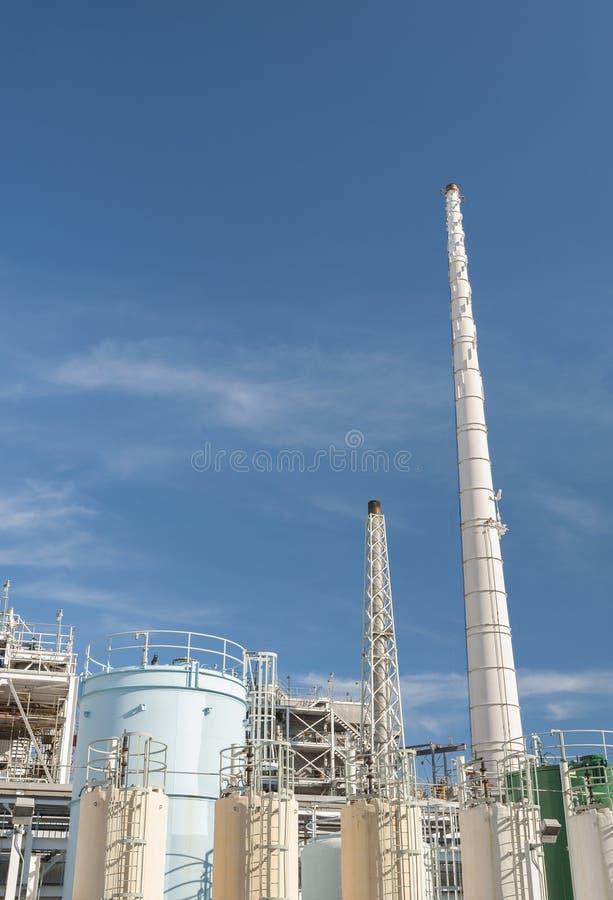 Download 石油化工厂 库存图片. 图片 包括有 工程, 容器, 绿色, 本质, 烟囱, 复杂, 行业, 布琼布拉, 石油化学 - 59110121