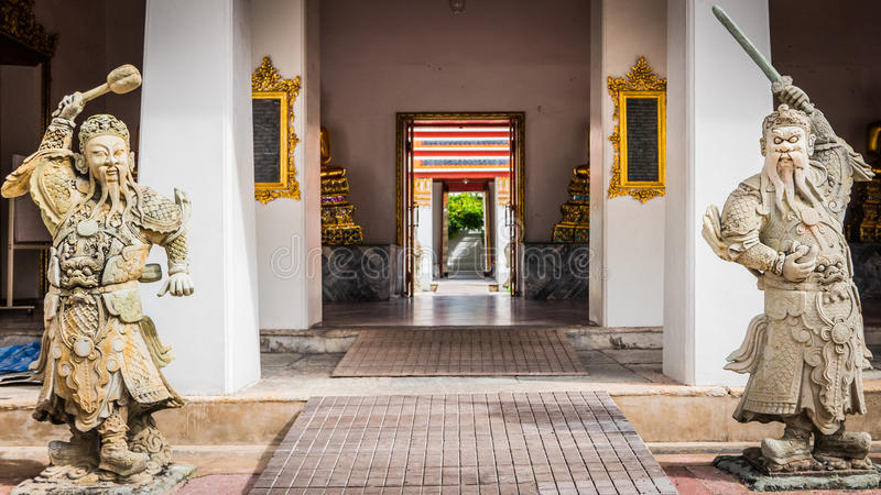 石泰中样式雕塑和泰国艺术建筑学在Wat Phra Chetupon Vimolmangklararm (Wat Pho)寺庙 免版税库存照片