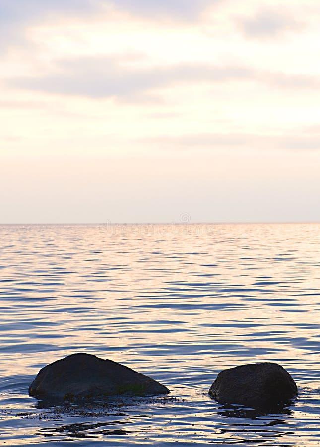 石海滩日落凝思宁静 库存照片