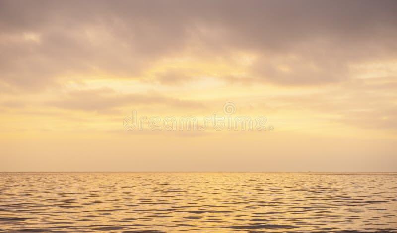 石海滩日落凝思宁静 图库摄影